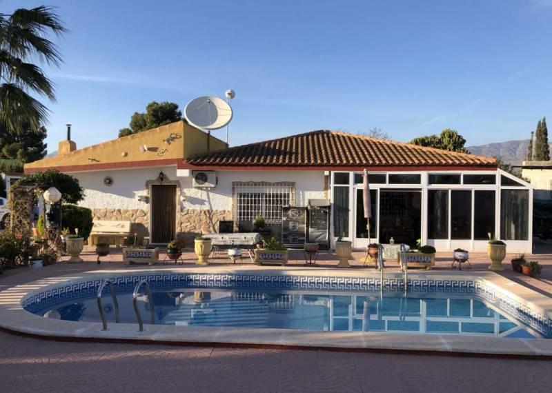 For sale: 4 bedroom finca in Albatera