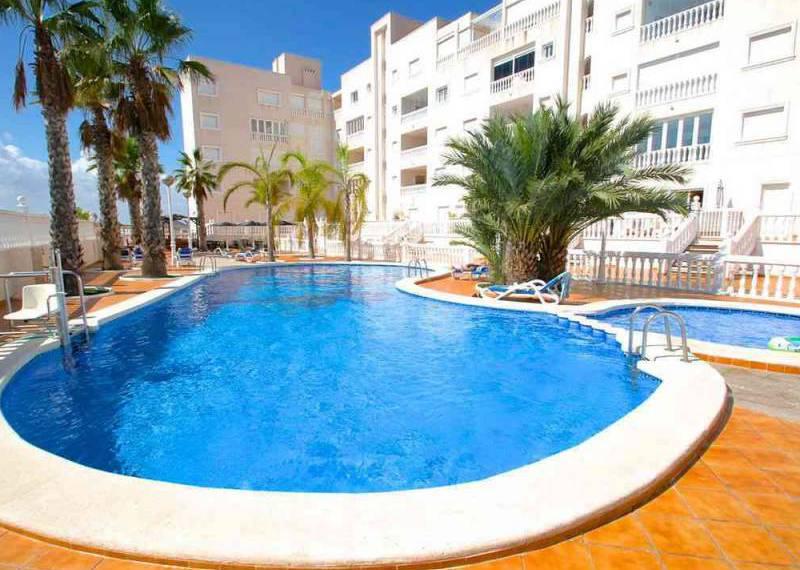 For long-term let: 2 bedroom apartment / flat in Guardamar del Segura