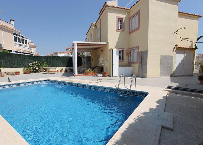 For sale: 3 bedroom bungalow in La Zenia