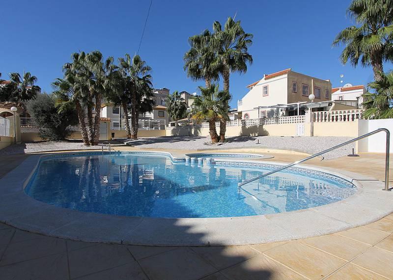 For sale: 2 bedroom bungalow in Villamartin