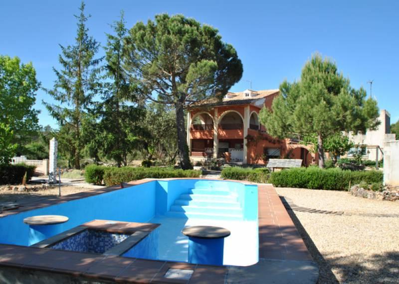For sale: 4 bedroom finca in Bocairent