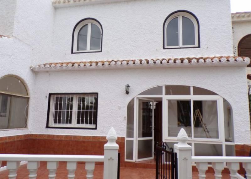 For sale: 2 bedroom house / villa in Villamartin
