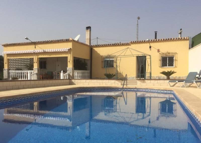 For sale: 4 bedroom house / villa in Crevillente