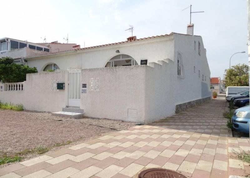 For sale: 4 bedroom bungalow in La Siesta