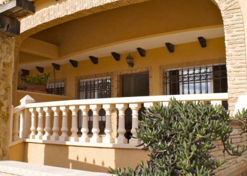 For sale: 4 bedroom house / villa in Guardamar del Segura