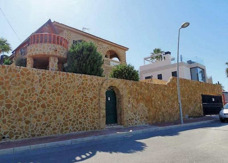 For sale: 4 bedroom house / villa in Los Balcones