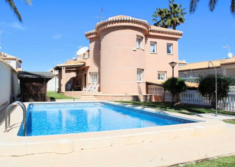 For sale: 4 bedroom house / villa in La Zenia