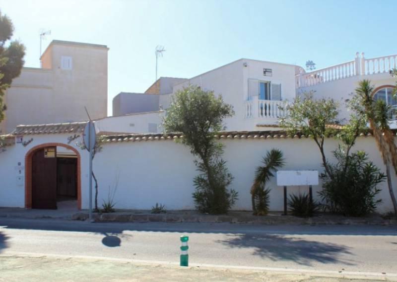 For sale: 5 bedroom house / villa in La Zenia