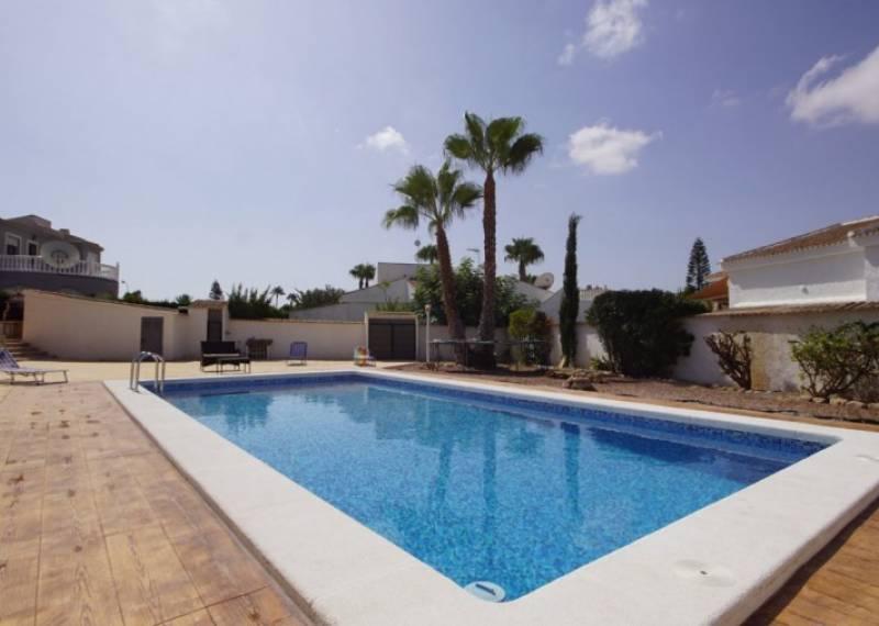 For sale: 5 bedroom house / villa in La Siesta