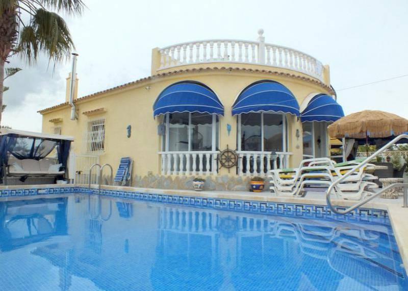 For sale: 4 bedroom house / villa in Villamartin