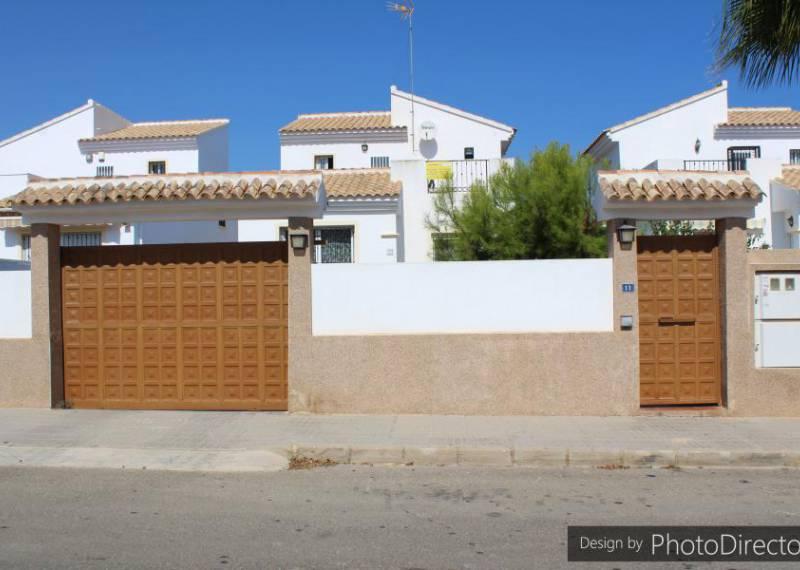 For sale: 4 bedroom house / villa in Torrevieja