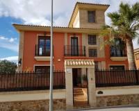 For sale: 4 bedroom house / villa