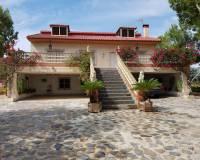 For sale: 5 bedroom house / villa